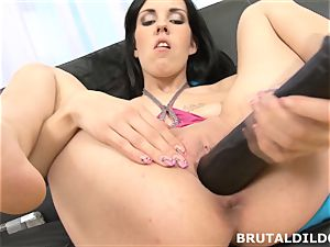 Elis feeds her poon a fierce dildo until she creams