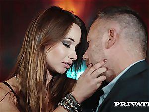 Private.com - Taylor Sands smirks For pop-shots