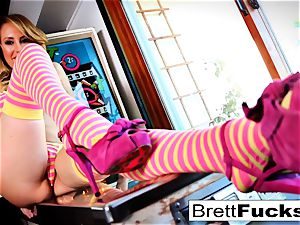 Pinball gaming leads to puss jamming by Brett Rossi