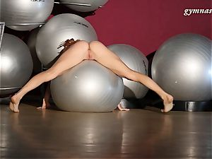 very killer bod mature Ala does acrobatics