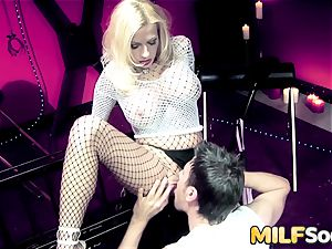 milf Michelle Thorne gets anal ravaging