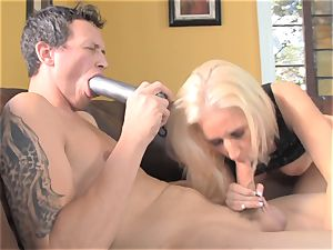Sammie Spades boinks her boy with a string on