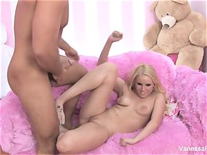 Interview and pounding with blond beauty Vanessa box