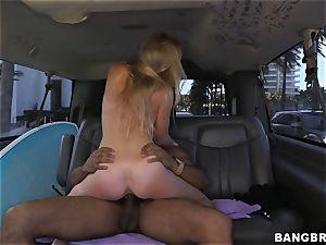 Sunny Stone plumbs ebony boner in the back seat