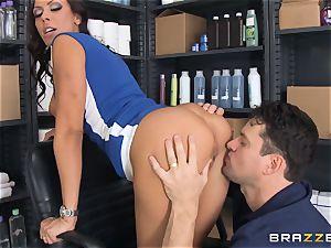Hairdresser Rachel Starr catches a thick cumload