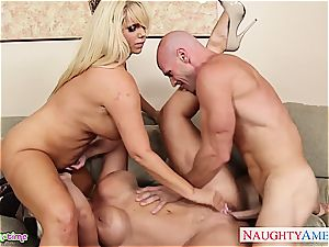 Smoking steamy Alura Jenson takes on two stiffys at once