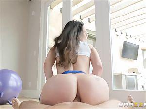 Smoking steamy dark-haired Lana Rhoades buttfuck plumbed