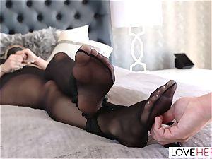 LoveHerFeet - A enjoyable foot tearing up Surprise