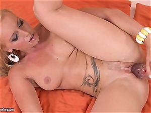 Kathia Nobili bang her girlfriend with fuck stick
