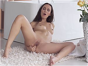 Russian cougar plays with herself